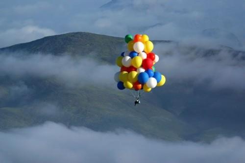 знаете, насколько безопасно летать на воздушном шаре говорят,что только побелка