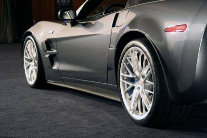 Corvette ZR1 2009 in the GM Design Center (25 фото)