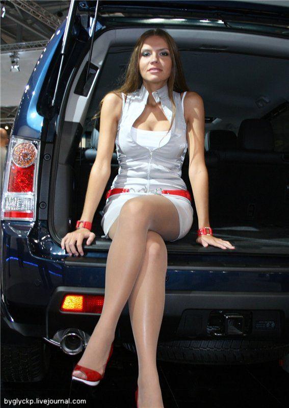 фото девушек красивых под юбкой