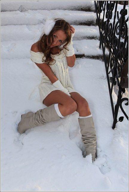 nadevayu-zimoy-na-golie-nogi