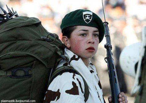 Девушки в армии, со всех стран мира.  (71 фото)