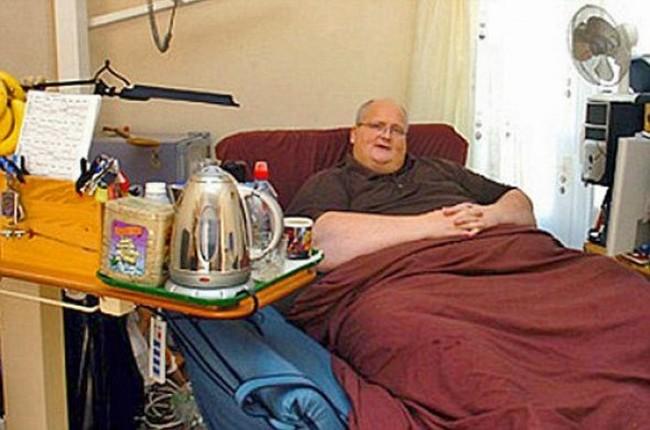 Толстый мужик в кровати фото 39-82