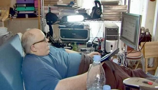 Толстый мужик в кровати фото 39-433