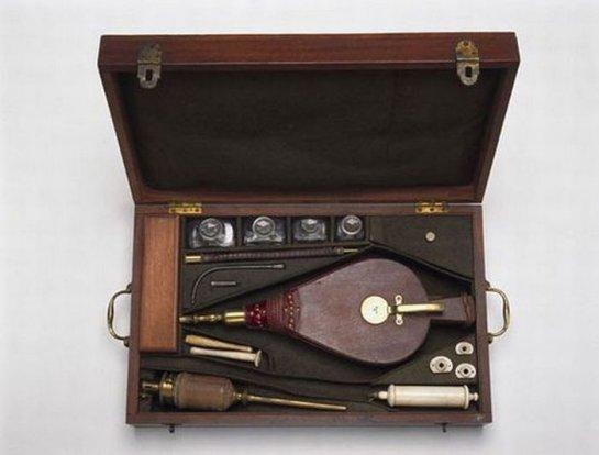 Медицинские инструменты прошлых веков