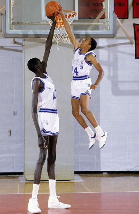 Manute Bol - самый высокий баскетболист NBA