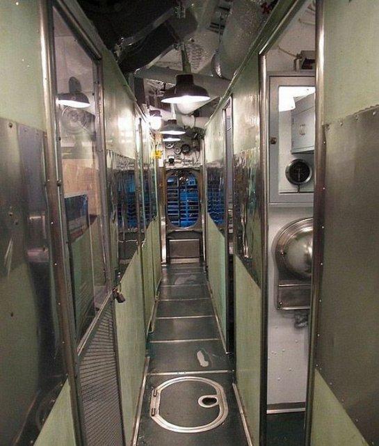 комната отдыха на подводной лодке
