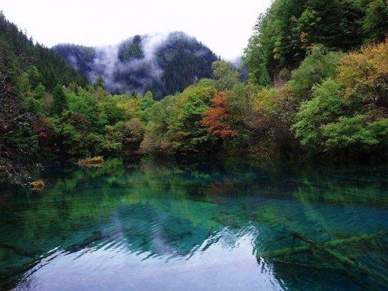 Долина Цзючжайгоу на пике горы Ганзигонгай