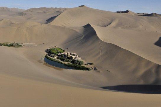 Озеро Юэяцюань - колодец в песках