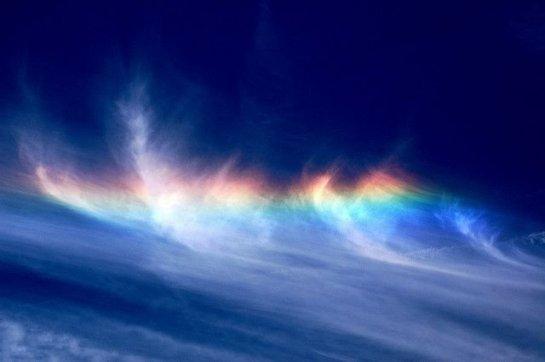 Редкий природный феномен - огненная радуга